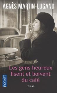 les-gens-heureux-lisent-et-boivent-du-cafe-514380